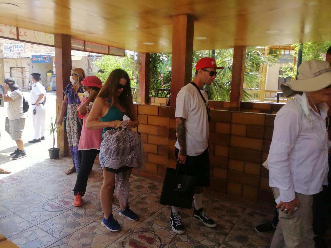 الفوج السياحى فى معبد فيلة (7)