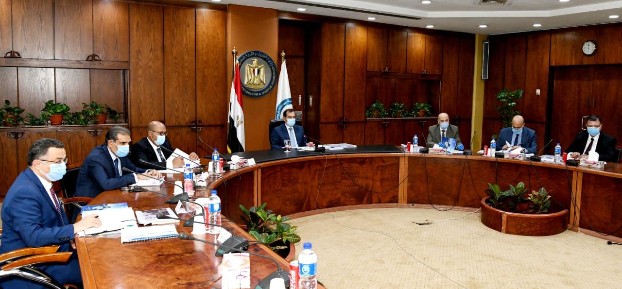 المهندس طارق الملا وزير البترول والثروة المعدنية خلال رئاسة الجمعية (1)