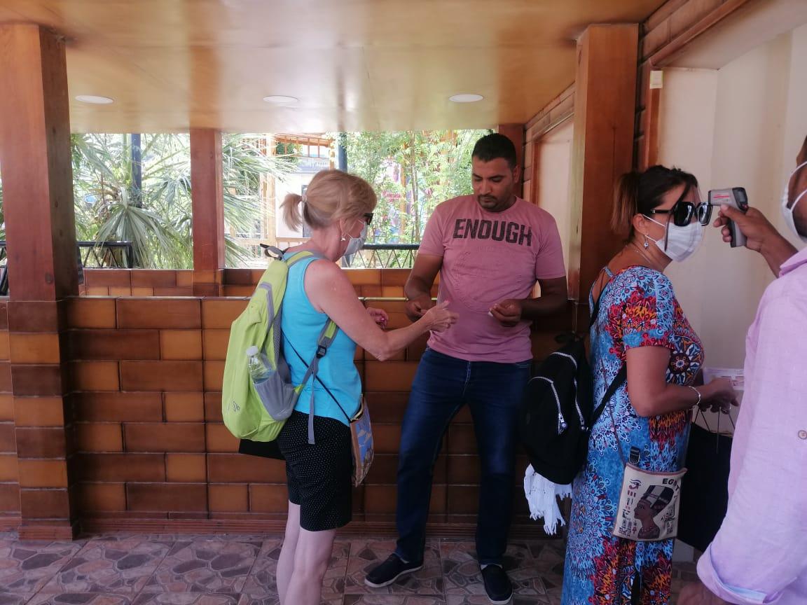 الفوج السياحى فى معبد فيلة (6)