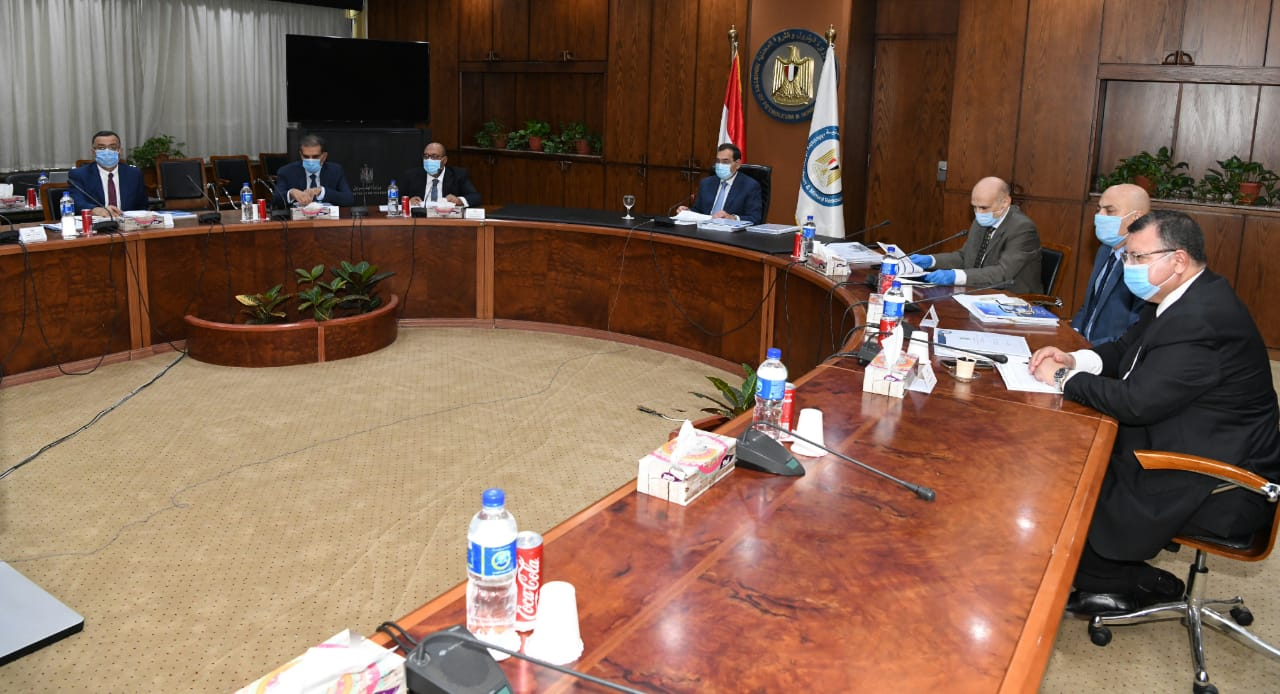 المهندس طارق الملا وزير البترول والثروة المعدنية خلال رئاسة الجمعية (2)