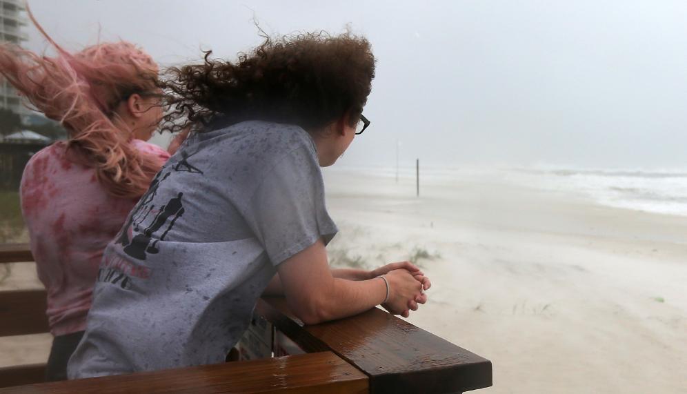 مشاهدة الإعصار