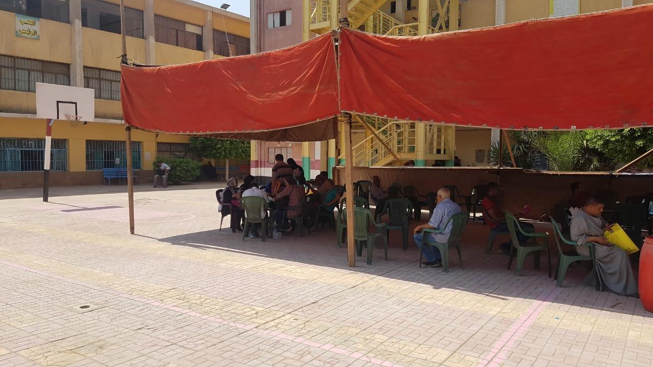 تجهيز مدارس بالجيزة لاستقبال طلبات التصالح  (5)