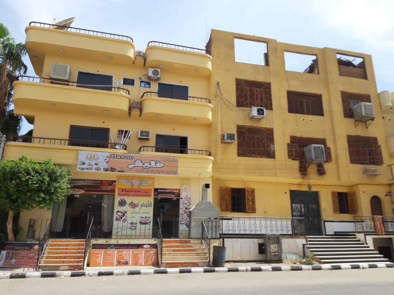 مدينة القرنة تستكمل دهان واجهات منازل المسار السياحى  (3)