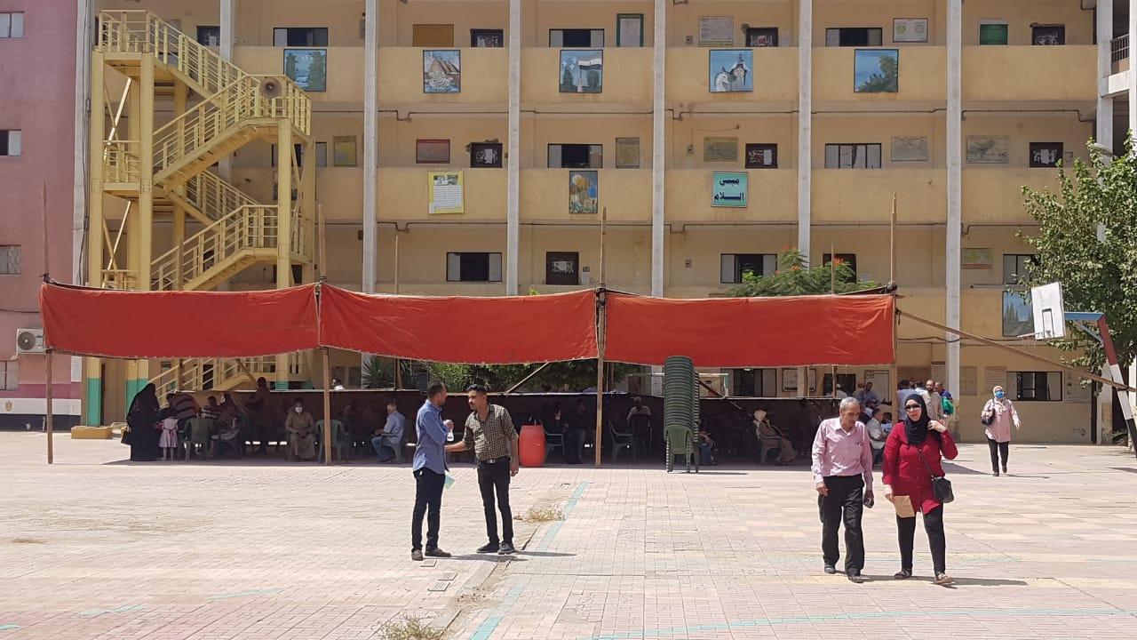 تجهيز مدارس بالجيزة لاستقبال طلبات التصالح  (2)