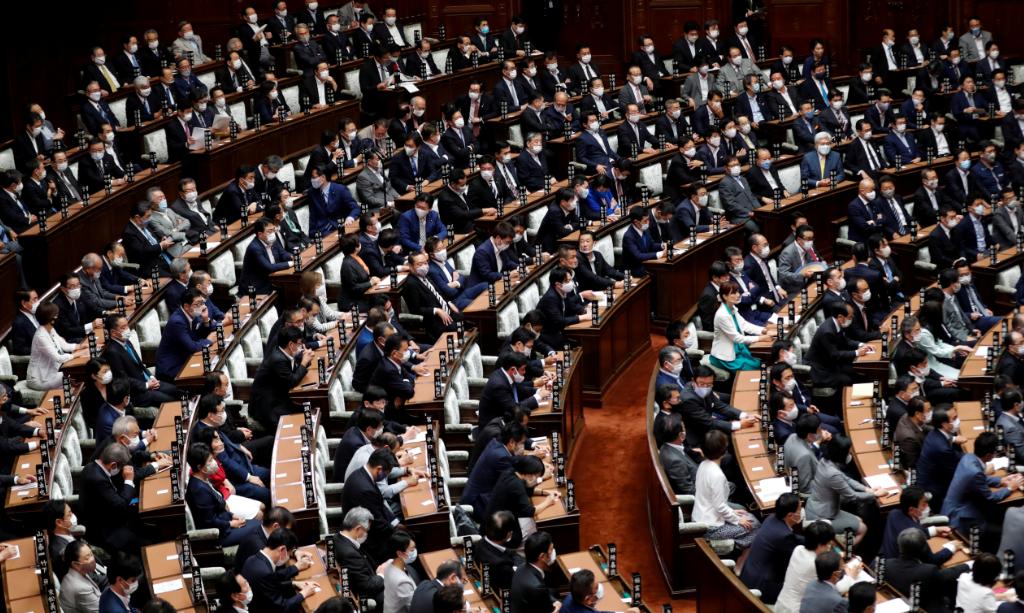 البرلمان الياباني ينتخب يوشيهيدي سوجا