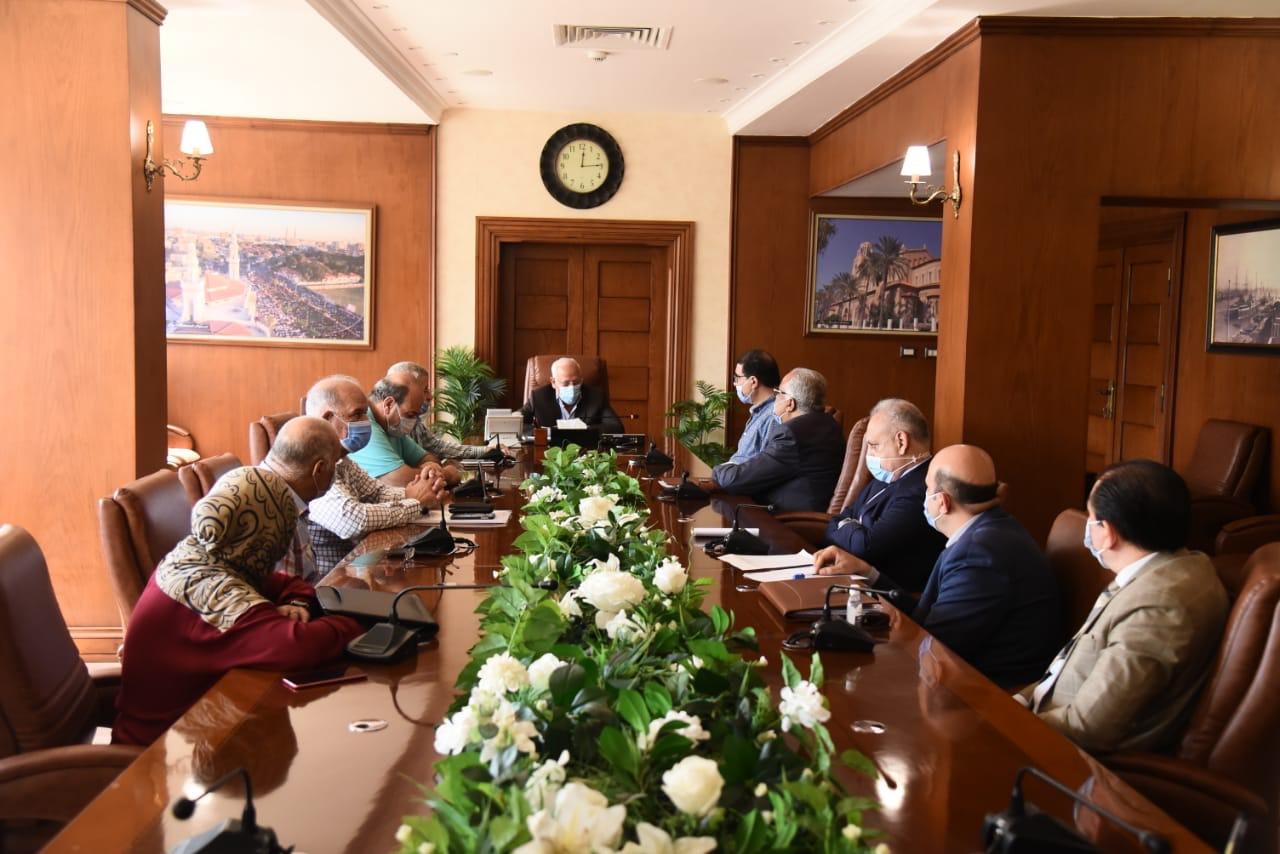 محافظ بورسعيد مع مسئولى بنك الاسكان (4)