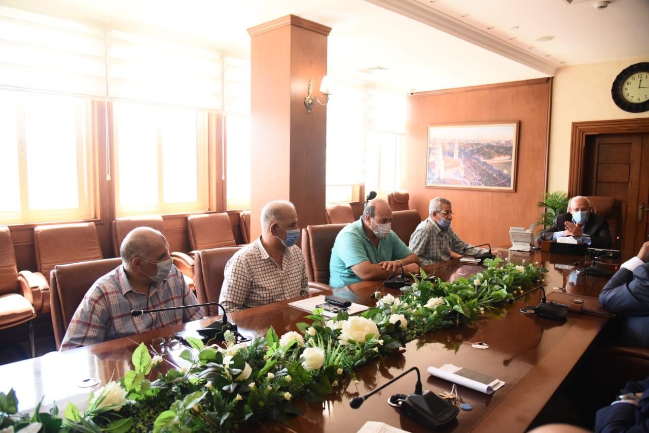 محافظ بورسعيد مع مسئولى بنك الاسكان (2)