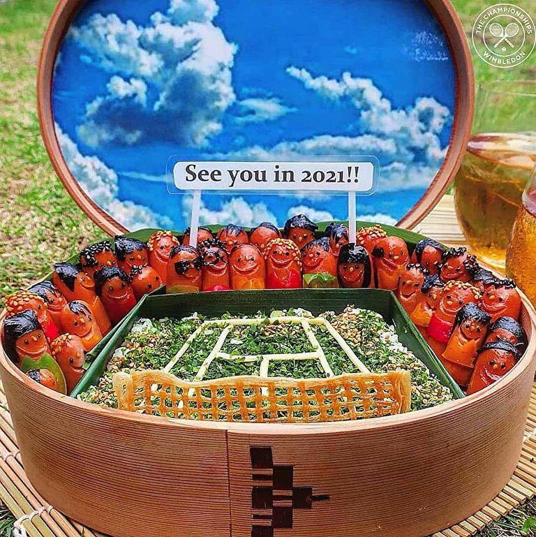 طبق على شكل ملعب كرة القدم اعدته الام اليابانية لابنها