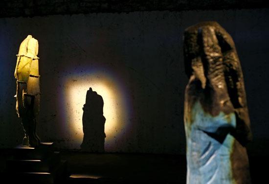 التمثال الخشبي المحروق