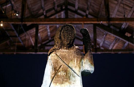 التمثال المحروق