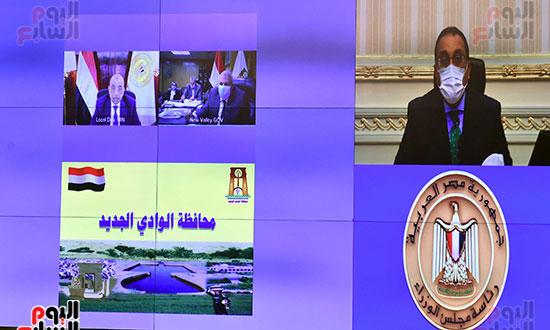 رئيس-الوزراء-يتابع-المشروعات-الخدمية-والتنموية-لمحافظة-الوادى-الجديد--(7)