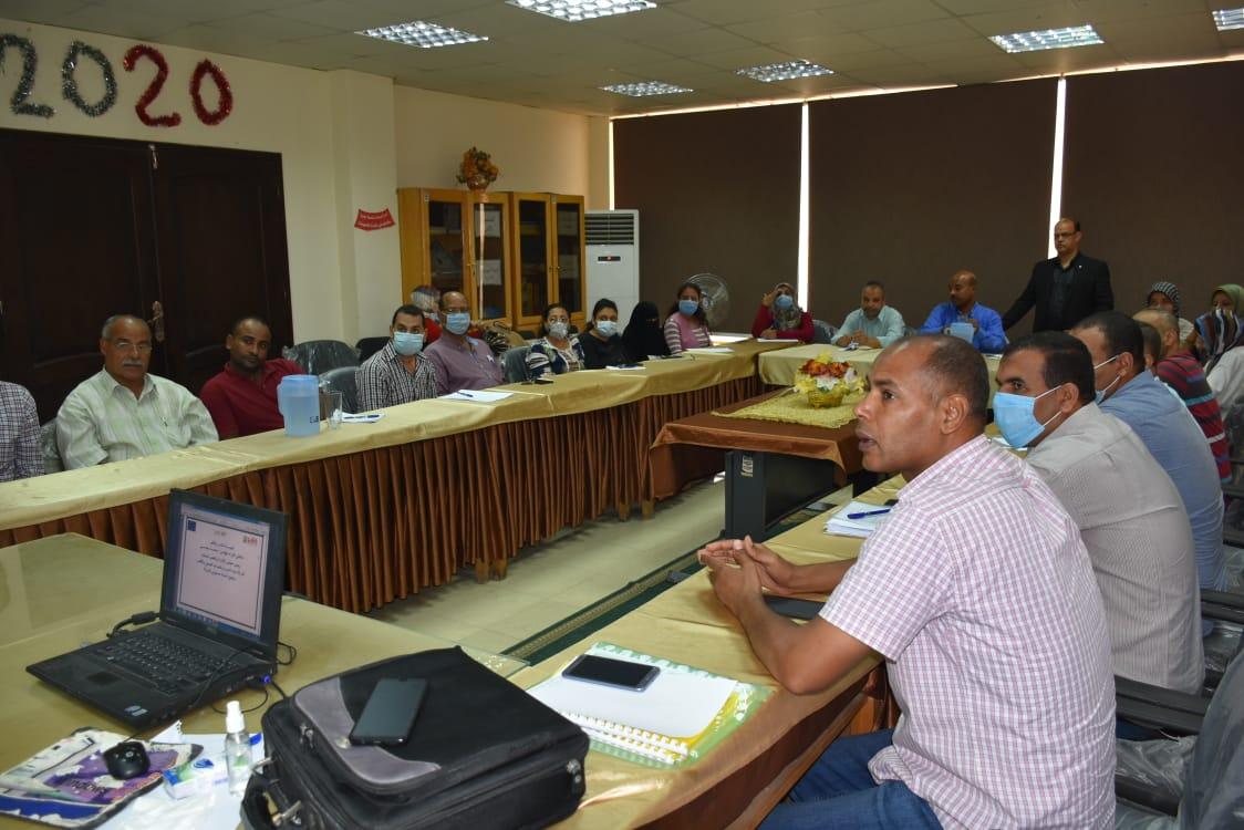 شركة مياه الأقصر ورشة تدريبية حول مشروع معالجة الأسباب الجذرية للهجره  (2)
