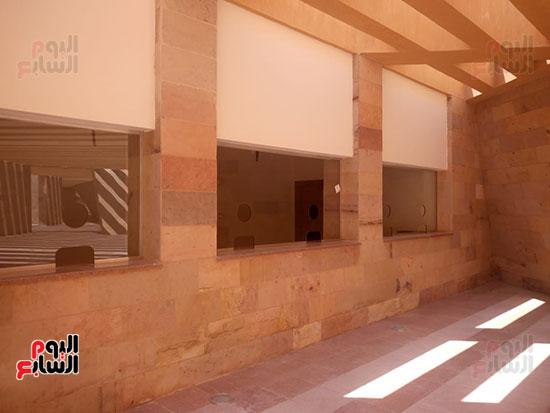 داخل مبنى الزوار (2)