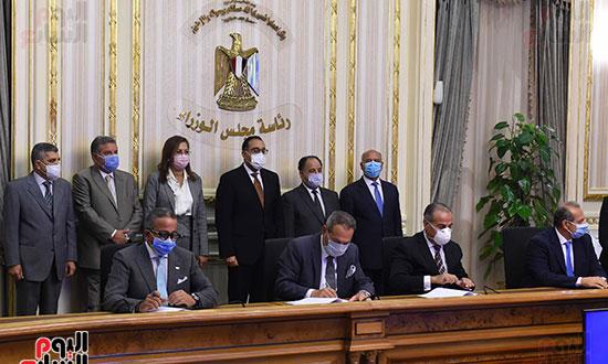 توقيع عقد تمويل إنشاء محطة متعددة الأغراض بميناء الإسكندرية (4)