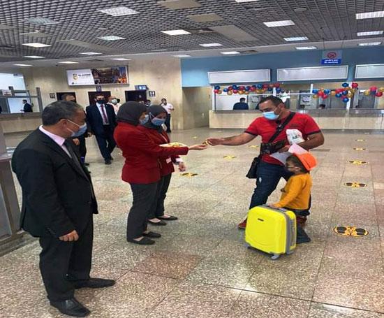 وصول أول طائرة من أرمينيا لمطار شرم الدولى (1)