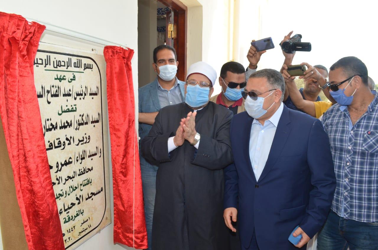 وزير الأوقاف يفتتح مسجد الأحياء المائية بالغردقة  (2)