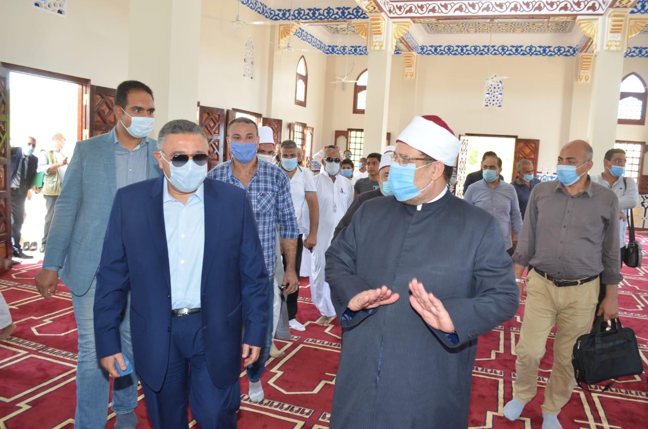 وزير الأوقاف يفتتح مسجد الأحياء المائية بالغردقة  (3)
