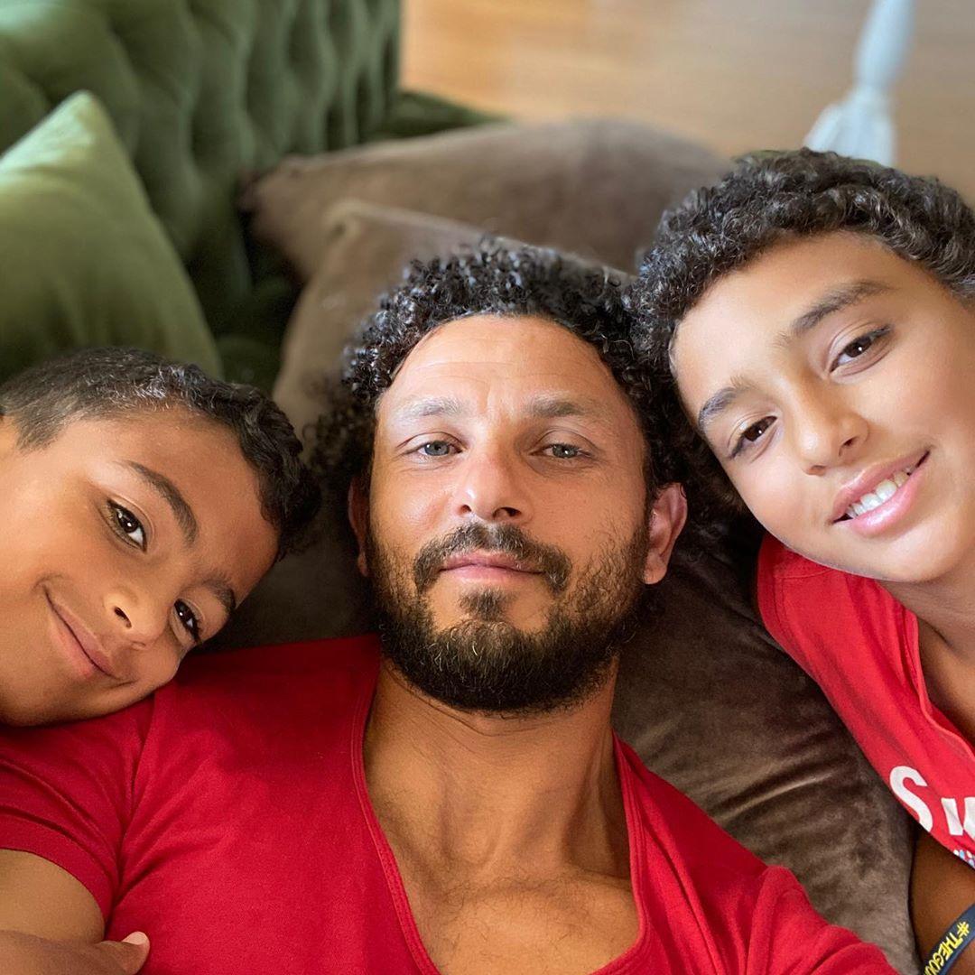الكابيتانو مع أبنائه