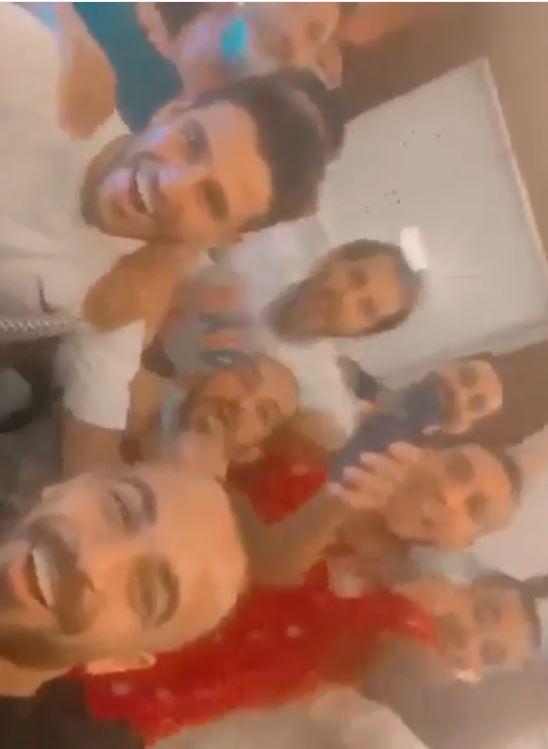 لاعبو الأهلي يحتفلون بتتويج الفريق بطلا للدوري العام