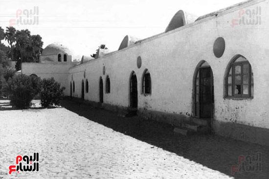 مدرسة فارس الابتدائية بأسوان تنتظر التجديد بعد 63 سنة (10)