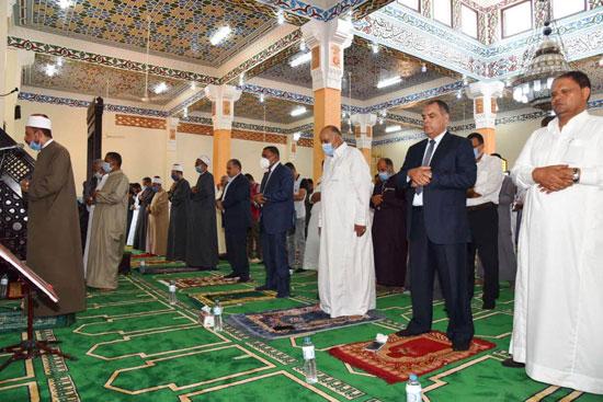 محافظ مطروح يفتتح المسجد الكبير بمدينة الحمام ومركز شباب اليرموك (1)