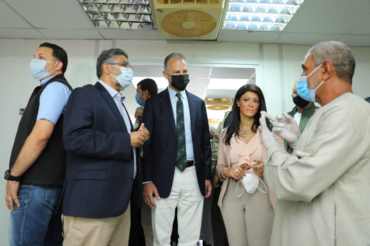 جانب من جولة وزيرة التعاون وسفير واشنطن بالقاهرة (12)