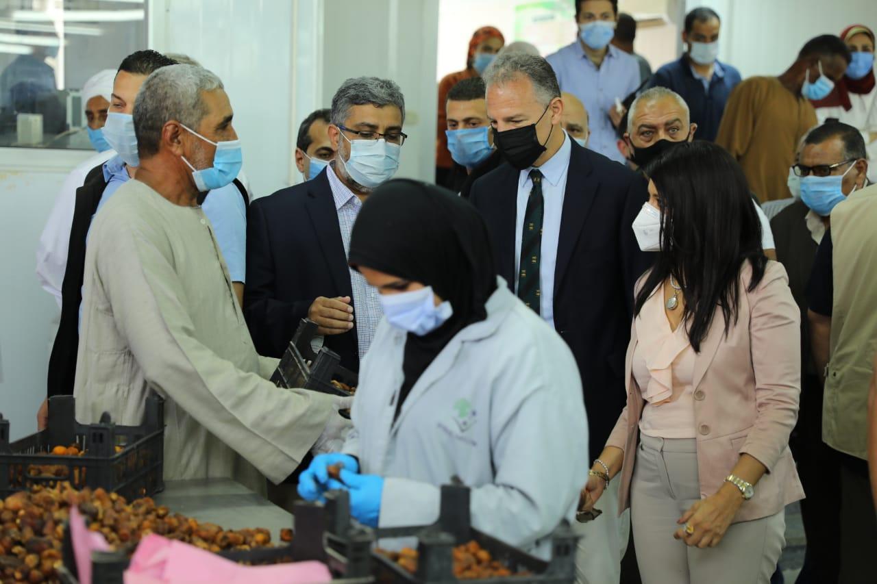 جانب من جولة وزيرة التعاون وسفير واشنطن بالقاهرة (11)