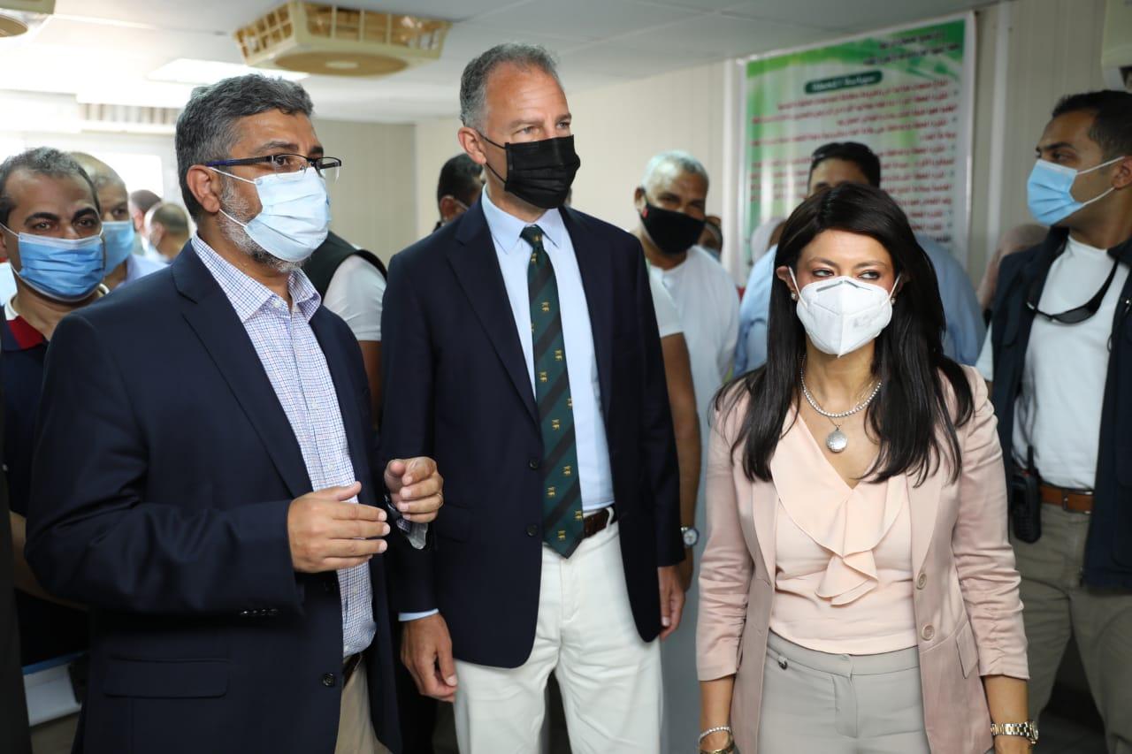 جانب من جولة وزيرة التعاون وسفير واشنطن بالقاهرة (4)