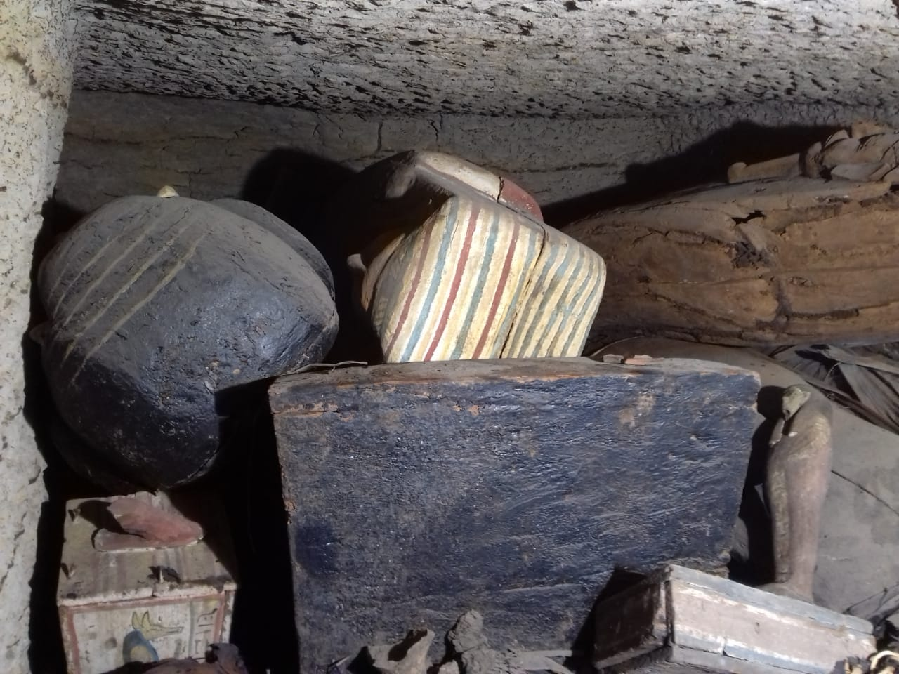 الآثار تعلن اكتشاف 14 تابوتا جديدا فى منطقة سقارة (1)