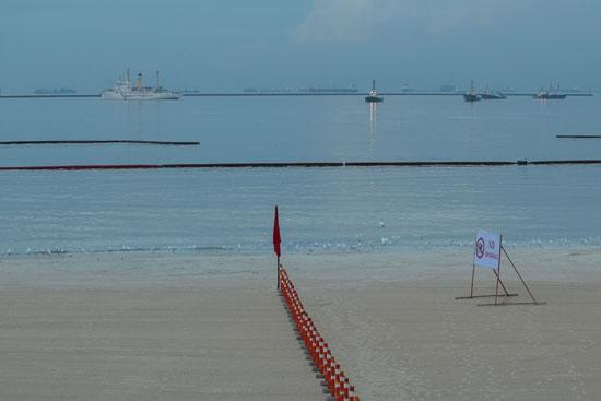 الحكومة الفلبينية حولت الساحل الملوث إلى شاطئ رملي أبيض اصطناعي
