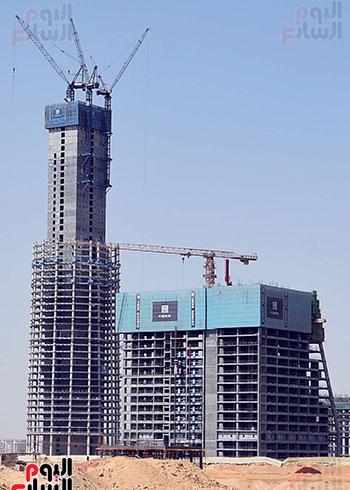 رئيس الوزراء يشهدصب حوائط الدور45 L منالبرج الأيقوني بالعاصمة الإدارية الجديدة (1)