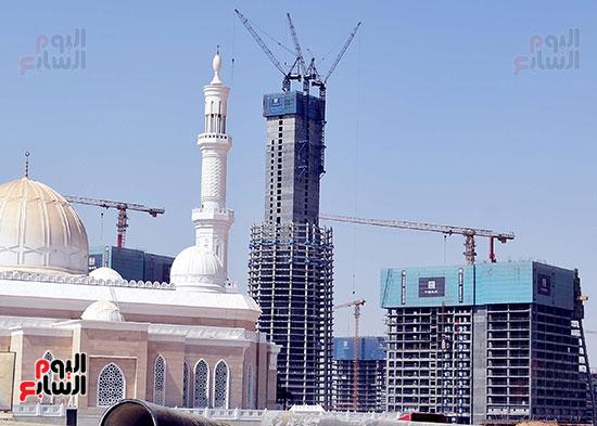 رئيس الوزراء يشهدصب حوائط الدور45 L منالبرج الأيقوني بالعاصمة الإدارية الجديدة (3)