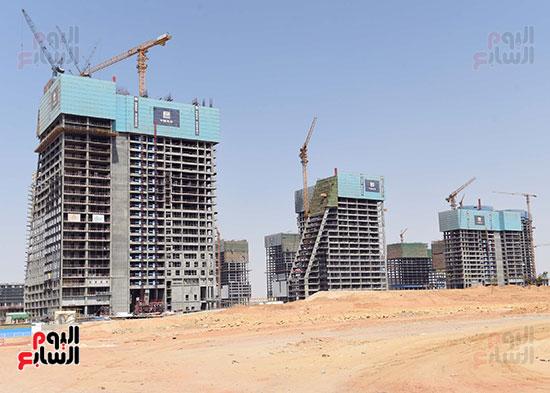 رئيس الوزراء يشهدصب حوائط الدور45 L منالبرج الأيقوني بالعاصمة الإدارية الجديدة (4)
