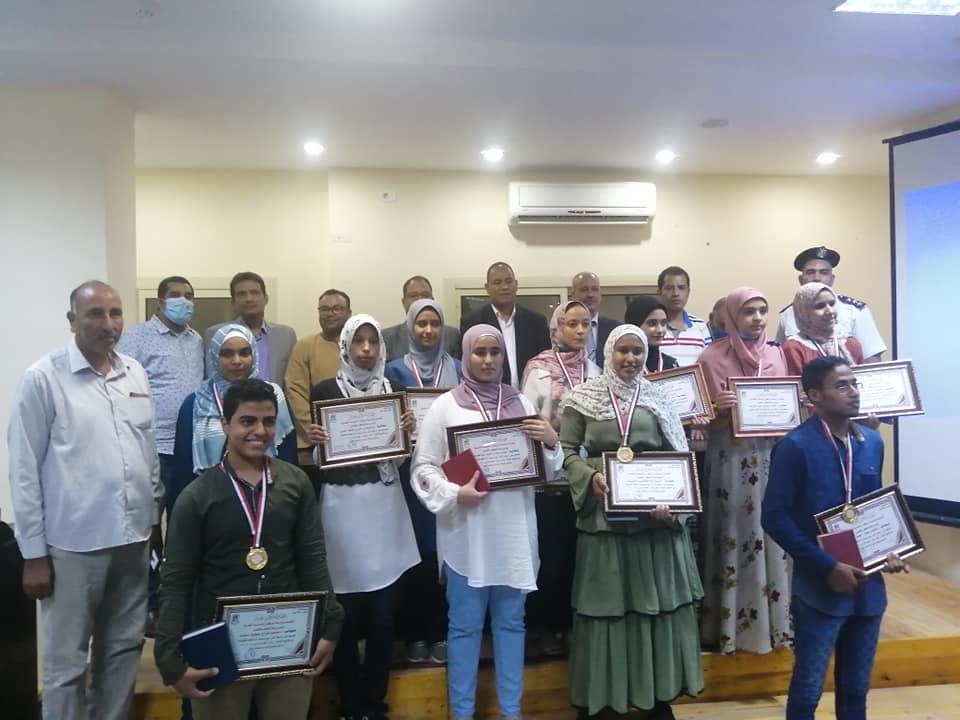 رئاسة مركز ومدينة الطود تكرم اوائل طلبة الثانوية العامة  (8)