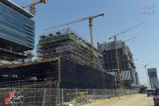 رئيس الوزراء يشهدصب حوائط الدور45 L منالبرج الأيقوني بالعاصمة الإدارية الجديدة (5)