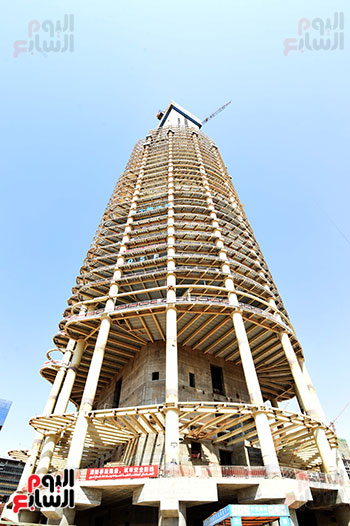 رئيس الوزراء يشهدصب حوائط الدور45 L منالبرج الأيقوني بالعاصمة الإدارية الجديدة (11)