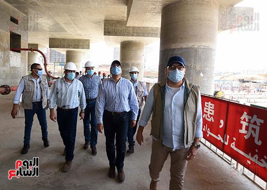 رئيس الوزراء يشهدصب حوائط الدور45 L منالبرج الأيقوني بالعاصمة الإدارية الجديدة (12)
