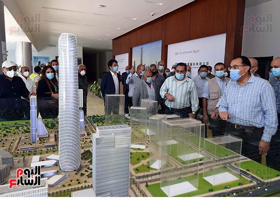رئيس الوزراء يشهدصب حوائط الدور45 L منالبرج الأيقوني بالعاصمة الإدارية الجديدة (9)