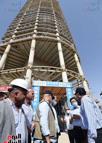رئيس الوزراء يشهدصب حوائط الدور45 L منالبرج الأيقوني بالعاصمة الإدارية الجديدة (18)