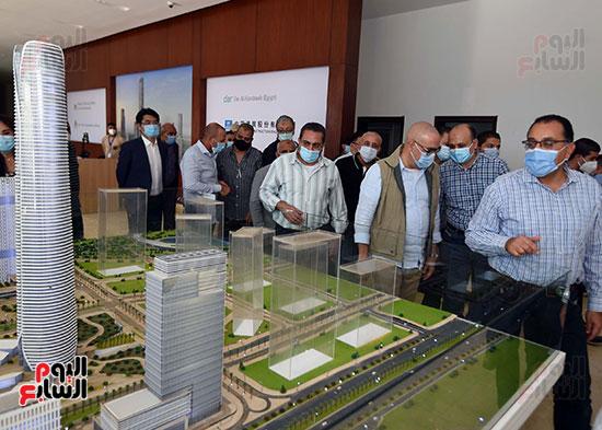 رئيس الوزراء يشهدصب حوائط الدور45 L منالبرج الأيقوني بالعاصمة الإدارية الجديدة (10)