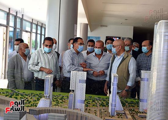 رئيس الوزراء يشهدصب حوائط الدور45 L منالبرج الأيقوني بالعاصمة الإدارية الجديدة (8)