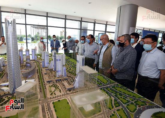 رئيس الوزراء يشهدصب حوائط الدور45 L منالبرج الأيقوني بالعاصمة الإدارية الجديدة (6)