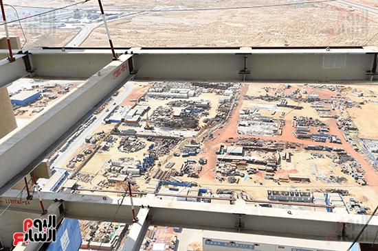 رئيس الوزراء يشهدصب حوائط الدور45 L منالبرج الأيقوني بالعاصمة الإدارية الجديدة (15)