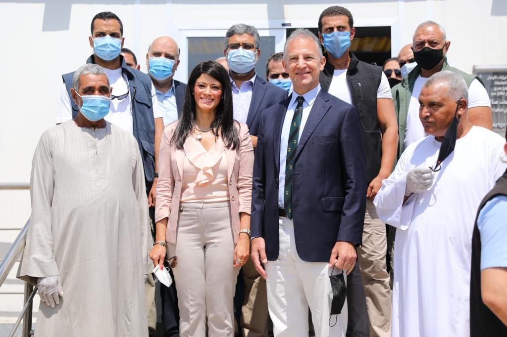 جانب من جولة وزيرة التعاون وسفير واشنطن بالقاهرة (8)