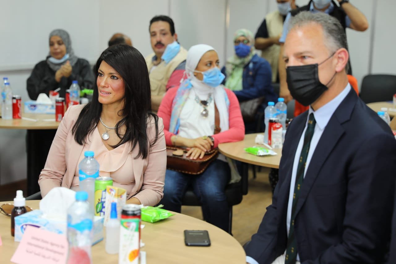 جانب من جولة وزيرة التعاون وسفير واشنطن بالقاهرة (6)