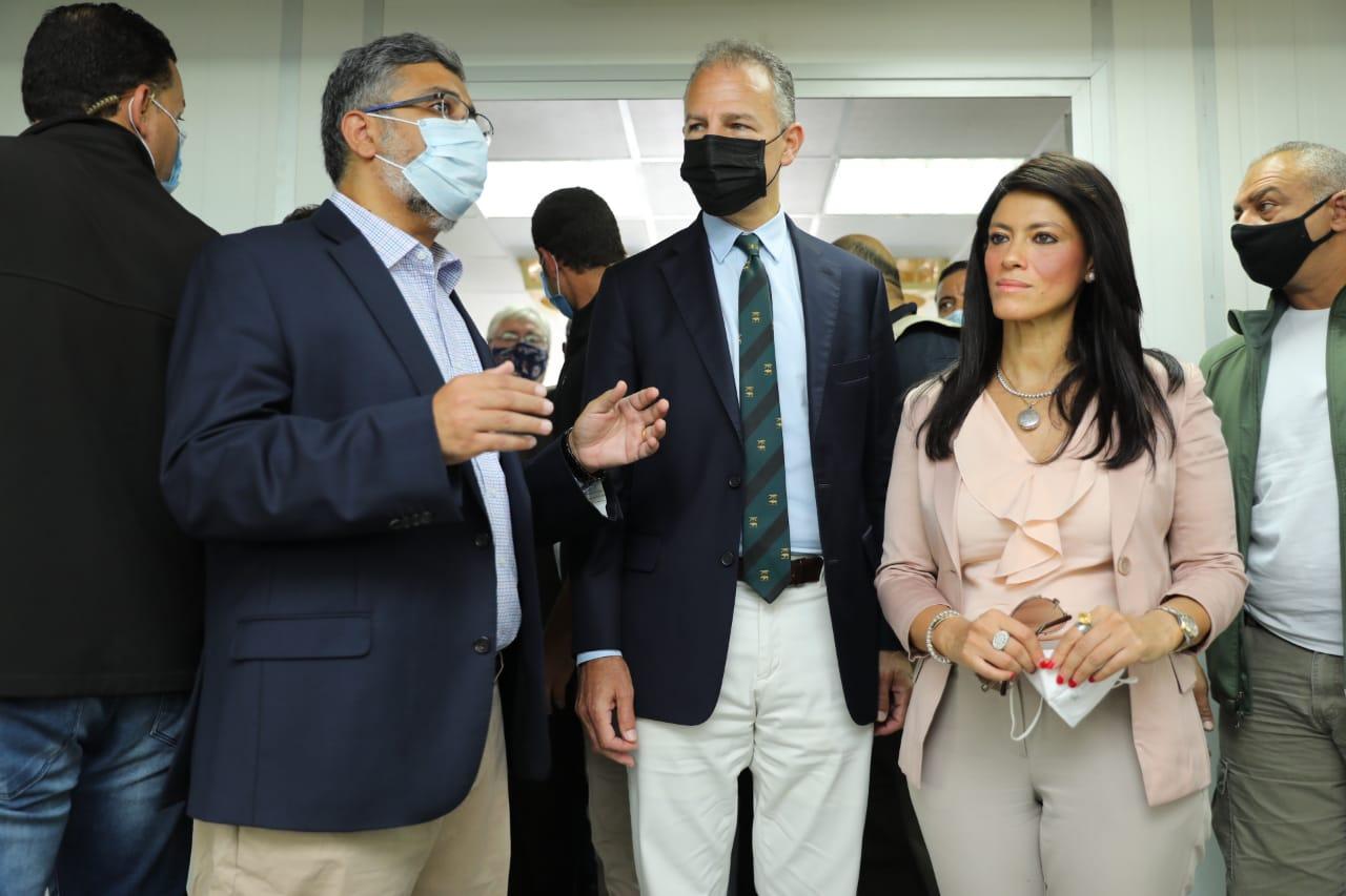 جانب من جولة وزيرة التعاون وسفير واشنطن بالقاهرة (14)