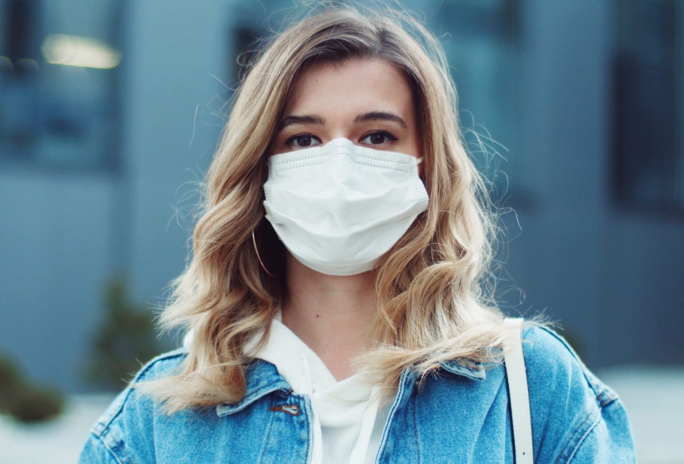 106701608-1600102224002-woman-wearing-mask-and-looking-to-camera-at-city-health-and-safety-n1h1-coronavirus-virus-protection_t20_mLwp7v
