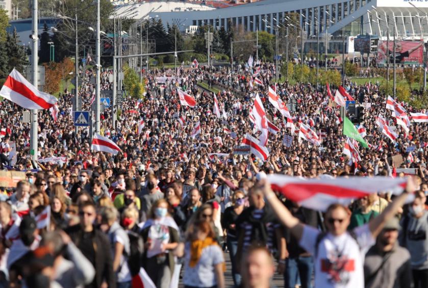 آلاف المشاركين في المظاهرات