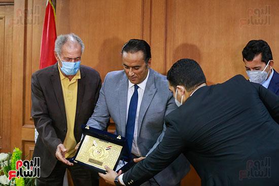 وزير الرياضه (77)
