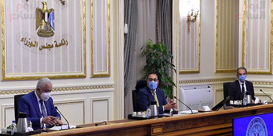 اجتماع بشأن توطين صناعة التابلت فى مصر   (1)